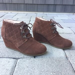 Toms Brown Suede Quilted Wedges Faux Fur Size 6.5